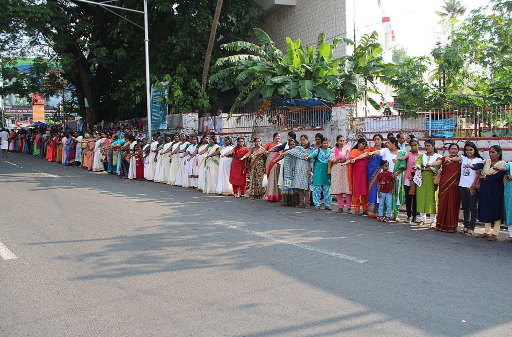 El día que las mujeres indias se dieron la mano