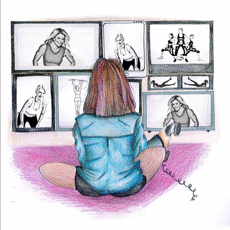 Hay una joven de pelo por los hombros, sentada en el piso dandole la espalda al espectador. En la pared que ella ve se muestra una pared repleta de fotos de mujeres con marcada musculatura, sonriendo y haciendo deporte.