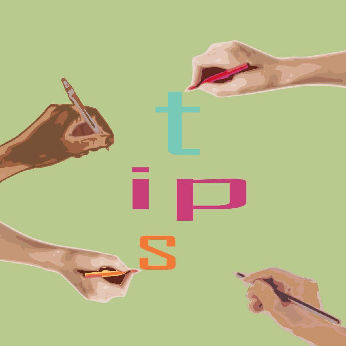 """Manos escribiendo la palabra """"tips"""""""