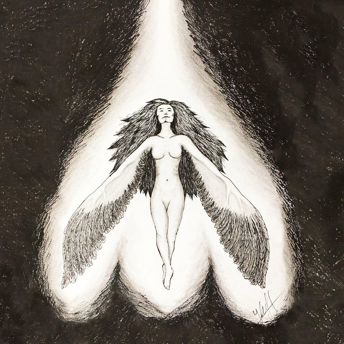 Ilustración con fondo negro, una mujer con pelo, desnuda largo y brazos que terminan en alas se encuentra iluminada desde arriba por un rayo de luz blanca