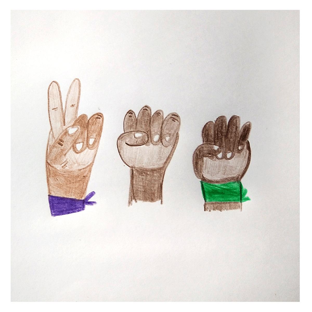 Tres manos con puños de distintos tonos de piel