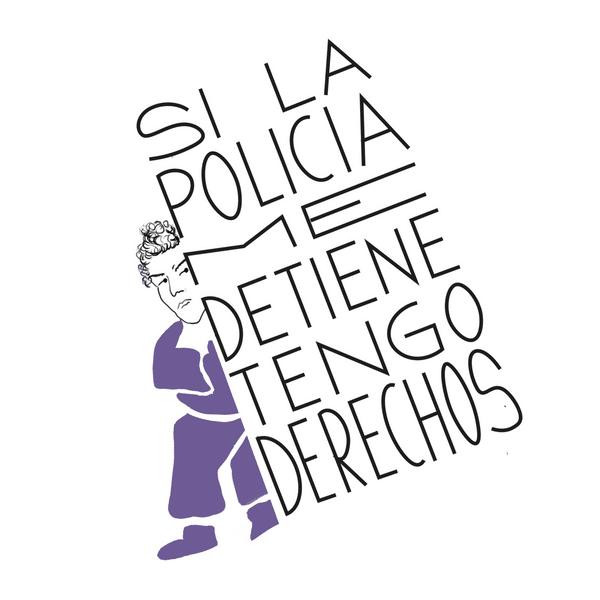 """Mujer luchando con un cartel que dice """"si la policía me detiene tengo derechos"""""""