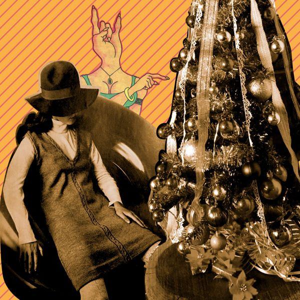 Colage con un árbol de navidad y mujeres
